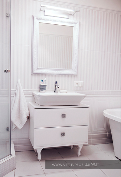 vonios-spinteles-balta
