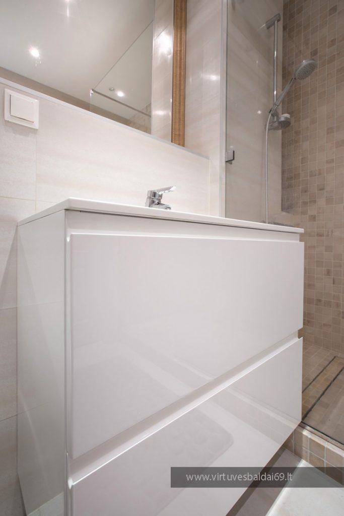 modernus-vonios-baldai