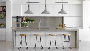 balti virtuves baldai baltos spalvos